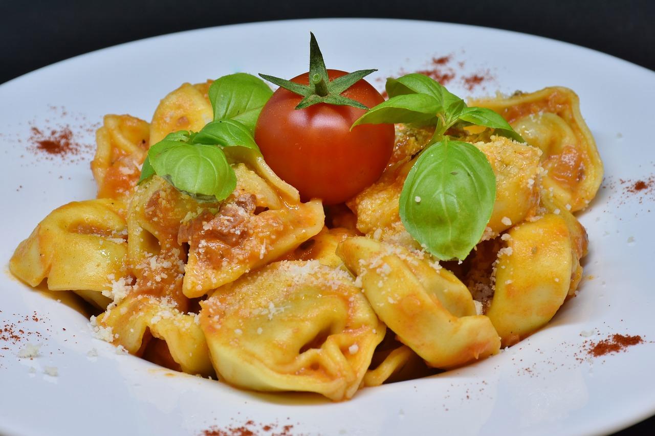 Tortellini con salsa boloñesa